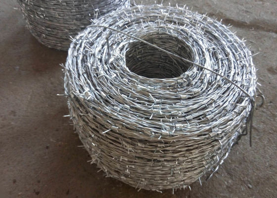 China Barbed Wire Galvanized Double Twisted  In Positive And Negative Anti-Theft Barbed Wire Site Development supplier